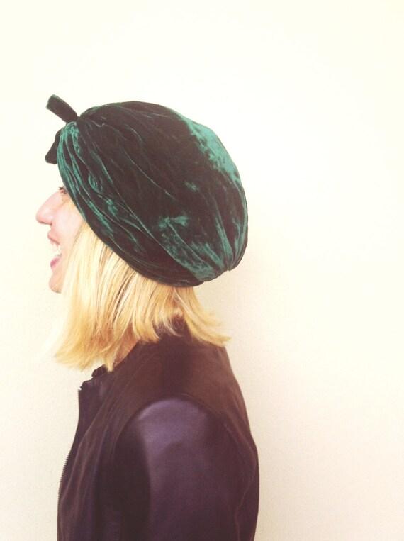 Emerald velvet turban hat - vintage '60s headpiece - emerald green