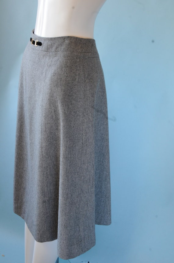 Perfect Size AU14 W Size:AU14 W Woolen Lined A-Line Skirt. Checkered Fit & Flare Woolen Lined A-Line Skirt. Made with the Quality that has made Lauren Ralph. Grey Woolen Lined Fit .