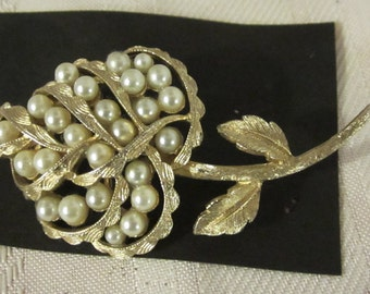 Beautiful Designer Vintage Coro Faux Pearl Gold Tone Flower Brooch Pin c1960s