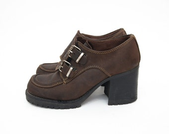 Vintage brown leather buckle 90s heeled shoes chunky heel women shoes trend