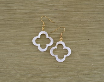 White Mother of Pearl Clover Earrings - Four Leaf Clover Earrings - Pearl Shell Earrings - Clover Pearl Dangle Earrings - Bridesmaid Gift