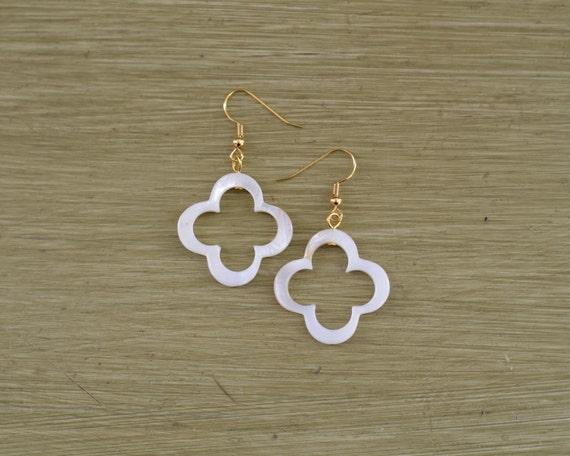 White Mother of Pearl Clover Earrings - Four Leaf Clover Earrings - Pearl Shell Earrings - Clover Pearl Dangle Earrings - Bridesmaid Gift