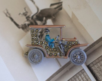 MARCASITE Car with Enamel Driver Pin 40s Vintage