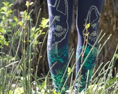 Daffodil wolf - dark blue leggings