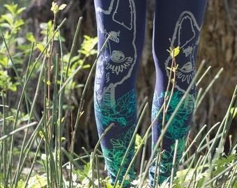 Daffodil wolf - dark blue leggings