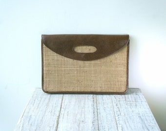 60s Vintage weaving clutch natural material with leather lid and metal clip