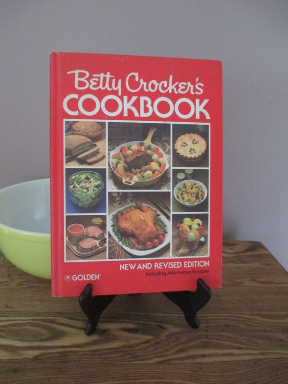 Vintage 1982 Betty Crocker's Christmas Cookbook, Chefs collectable Book