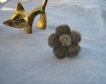 Statement ring, flower ring, large ring, khaki and beige, woolen, wool, handmade adjustable autumn/winter ring