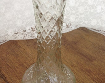 Vase in clear glass, with diamond pattern