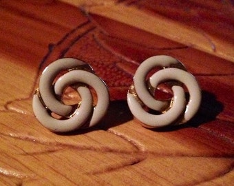x Vintage White and Gold Swirl Earrings
