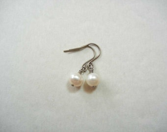 6mm Pearl Titanium earring, Allergy Free Earrings, Pearl earrimg, Titanium jewelry, Fresh water pearl