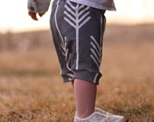 Baby Capris / Toddler Capris / Baby Leggings / Gray with White Arrows
