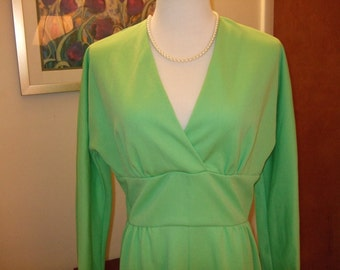 It's so pretty being green--Vintage Leslie Fay Knits Maxi Dress in Vivid Spearmint, L