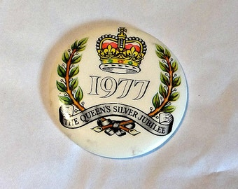 The Queen's Jubilee, Pin Badge, 1977 Royal Souvenir, Queen Elizabeth II, Pin Back Badge, Royal Collectible, 1977 Silver Jubilee