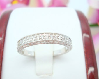 18K White Gold Art Deco Wedding Band with Round Diamonds Totaling 0.17CTW