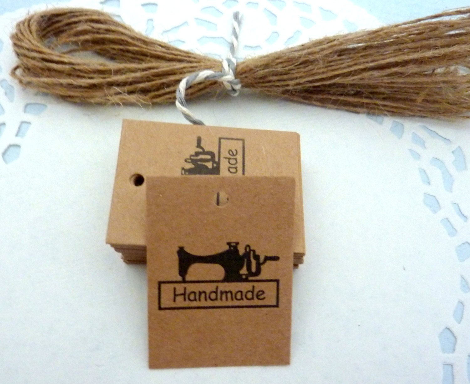 kraft paper tags Give gifts a stylish and rustic look with our kraft gift tags these gift tags are available in small and medium sizes and in multiple colors.