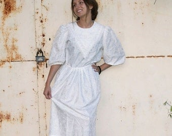 Vintage Women's White Lace Dress with Flower Ornaments