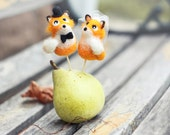 Felted wedding cake topper - Foxes.