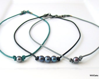 Leather and Peacock Pearl Choker, Choose One or Three Dark Pearls and Leather Color, Dark Pearl Casual Necklace, Natural Fashion for Summer