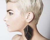 Lace earrings - Perspective - Black with brass