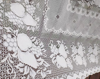 Huge Quaker lace cloth.Lace tablecloth: rectangular.Gift. Light beige.New old stock.Easy care.Banquet.Home decor.American decor.Lace Wedding