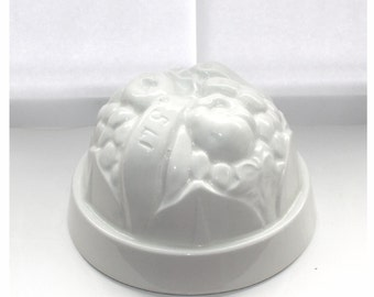 Vintage pottery jelly mould