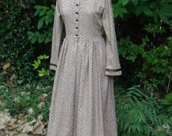 Women's Ribbon Trimmed  Calico  Prairie Dress, Pioneer  Dress and  Bonnet