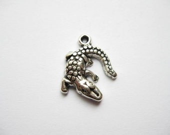 8 Alligator Charms in Silver Tone - C245