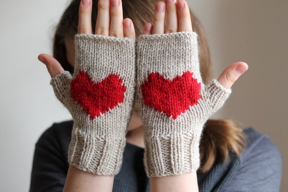 Valentines heart gloves, stone beige gloves, handmade gloves.  Ready to shipping.