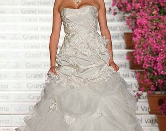 Ballgown Exquisite, Ruffle Wedding dress, with Handmade Roses and detachable Train, A line bridal gown, Garden wedding dress