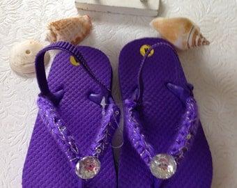 Ganchillo hecho a mano de ojotas, chanclas niñas púrpura, Playa Flip Flops, Sophia el primer fiesta de cumpleaños, princesa vestido zapatos, ojotas