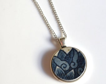 Simple Circle Broken Plate Pendant - Blue Flower - Recycled China