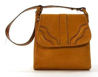 SALE 70s Leather Hobo Bag / Vintage 1970s Brown Leather Hippie Boho Bohemian Medium Sized Purse with Shoulder Strap