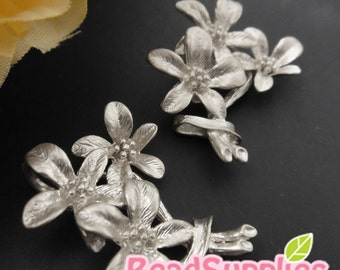 CH-ME-09255 - Nickel Free, Matted silver plated, 3 daisy bouquet, 4 pcs