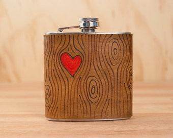 Flask - Leather Hip Flask in the Nice Pattern with Woodgrain and Heart - Red and Antique Brown - 6oz