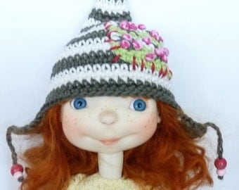 Sprocket Hat Moss and Flowers