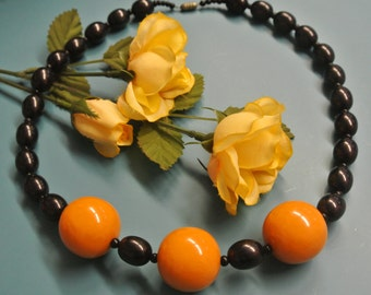 Unique one-of-a-kind tested vintage 1940s bakelite bead necklace with black and 3 large butterschotch yellow beads