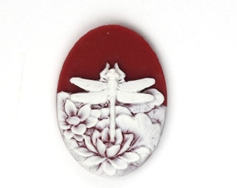 Plastic Cameos 25x18mm Dragonfly and Flowers Ruby / White (4) IC092