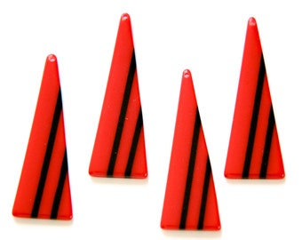 Vintage Acrylic Long Triangle Red with Black Pendant (4) pnd171A