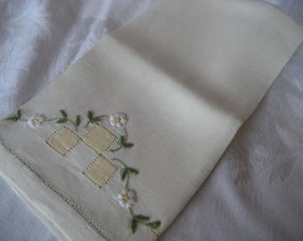 VINTAGE Light Yellow Embroidered Flower Linen Finger Tip Hand Towel