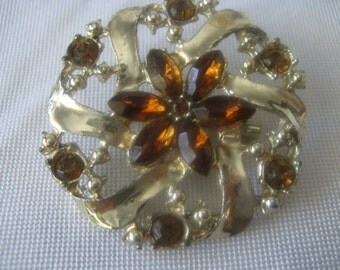 VINTAGE Amber Rhinestone in Gold Metal Costume Jewelry Brooch