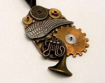 Steampunk jewelry. Stempunk horn necklace pendant.