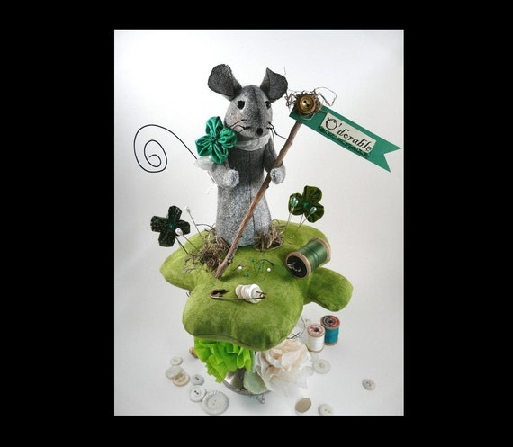 Mouse Pinkeep Shamrock PDF pattern -  wool Big pincushion prim fabric clover primitive sewing notion day Irish sign pins