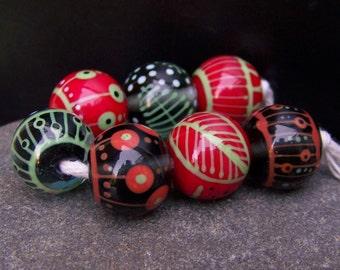 MagdalenaRuiz handmade lampwork glass bead set.