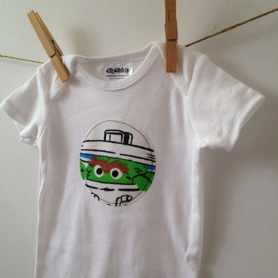 Sesame street pajamas as well Personalized Oscar Grouch Gifts Pseoscr also 181194310422 furthermore Oscar The Grouch Bodysuit Sesame Street as well Newzwall   wp Content uploads 2011 08 get married. on oscar sesame street onesie