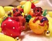 Vintage 1980s Kitschy Fruit, Corn, Pineapple Cherub, Strawberry Cherub, Plastic Necklace (J36)