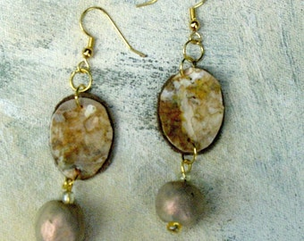 Champagne dangles upcycled palette in autumn colors