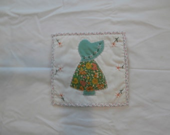 VINTAGE SUNBONNET SUE Quilt block  Place mat table top decor Pick one or all three