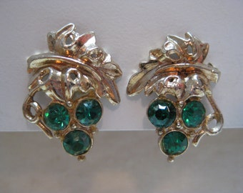 Grape Cluster Green Rhinestone Earrings Screw Gold Vintage Nemo