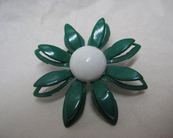 Flower Daisy Green White Enamel Brooch Vintage Pin